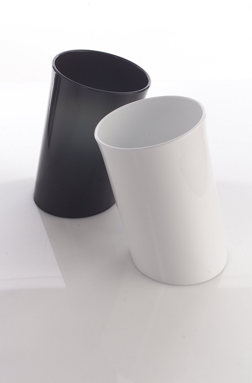 designwebstore danese in attesa papierkorb wei. Black Bedroom Furniture Sets. Home Design Ideas