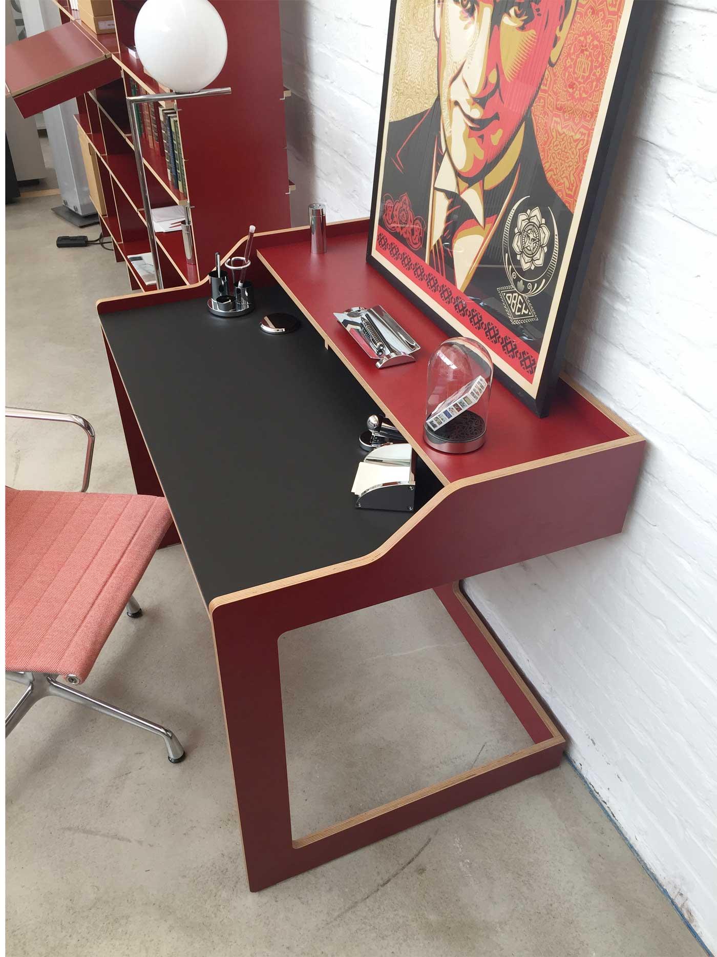 designwebstore plane sekret r mit linoleum korpus rot. Black Bedroom Furniture Sets. Home Design Ideas