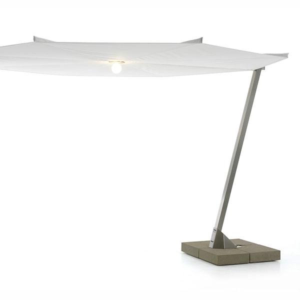 sonnenschirm design beleuchtung mitte neben tisch sitzbank